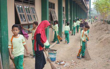 Sebulan Sekali, Yayasan Gondang Adakan Kebersihan Lingkungan Sekolah