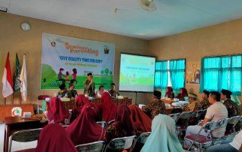 Seminar Parenting SDIT Gondang, Ajak Orangtua Berikan Waktu Berkualitas untuk Anak