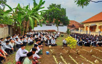 Peringati Harlah ke-54, Yayasan Gondang Ziarah ke Makam Pendiri
